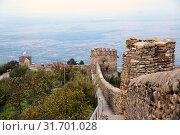 Fragment of the city wall in Signagi (Sighnaghi) against the background of the Alazani Valley, Kakheti, Georgia (2018 год). Стоковое фото, фотограф Юлия Бабкина / Фотобанк Лори