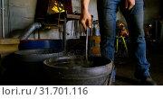 Купить «Metalsmith working in workshop 4k», видеоролик № 31701116, снято 15 сентября 2018 г. (c) Wavebreak Media / Фотобанк Лори