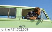 Купить «Young stylish man looking through van window 4k», видеоролик № 31702508, снято 20 сентября 2018 г. (c) Wavebreak Media / Фотобанк Лори