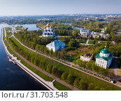 Panoramic aerial view of district of Yaroslavl at quay of Volga river (2019 год). Стоковое фото, фотограф Яков Филимонов / Фотобанк Лори