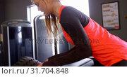 Купить «Woman exercising in a fitness studio 4k», видеоролик № 31704848, снято 26 июня 2018 г. (c) Wavebreak Media / Фотобанк Лори