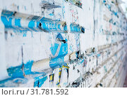 Купить «Wall with an old torn posters close-up», фото № 31781592, снято 14 декабря 2019 г. (c) easy Fotostock / Фотобанк Лори