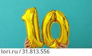 Купить «Gold foil number 10 ten celebration balloon», видеоролик № 31813556, снято 23 июля 2019 г. (c) Ekaterina Demidova / Фотобанк Лори