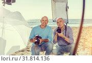 Купить «Portrait of two photographers on seaside», фото № 31814136, снято 5 октября 2018 г. (c) Яков Филимонов / Фотобанк Лори