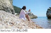 Купить «Young beautiful woman on white tropical beach.», видеоролик № 31842048, снято 21 июля 2019 г. (c) Дмитрий Травников / Фотобанк Лори