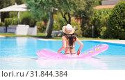 Купить «Young woman in bikini air mattress in the big swimming pool», видеоролик № 31844384, снято 3 июля 2019 г. (c) Дмитрий Травников / Фотобанк Лори