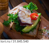 Купить «Sandwich with roasted tuna», фото № 31845540, снято 23 августа 2019 г. (c) Яков Филимонов / Фотобанк Лори