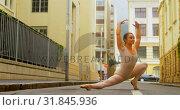 Купить «Young ballerina practicing ballet dance on the street in the city 4k», видеоролик № 31845936, снято 26 сентября 2018 г. (c) Wavebreak Media / Фотобанк Лори