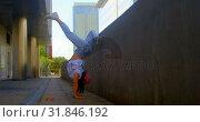 Купить «Young female dancer performing dance under bridge 4k», видеоролик № 31846192, снято 26 сентября 2018 г. (c) Wavebreak Media / Фотобанк Лори