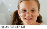Portrait of happy small girl 4k. Стоковое видео, агентство Wavebreak Media / Фотобанк Лори