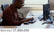 Купить «Side view of young black businessman working at desk in a modern office 4k», видеоролик № 31880056, снято 6 октября 2018 г. (c) Wavebreak Media / Фотобанк Лори