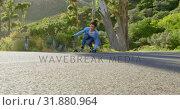 Купить «Front view of cool young caucasian man doing skateboard trick on downhill at countryside road 4k», видеоролик № 31880964, снято 16 октября 2018 г. (c) Wavebreak Media / Фотобанк Лори