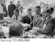Купить «USA Florida -- 16 Jul 1969 -- From the right, NASA administrator, Dr. Thomas Paine talks with U. S. Vice President Spiro Agnew while awaiting the launch...», фото № 31896840, снято 21 августа 2019 г. (c) age Fotostock / Фотобанк Лори