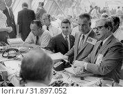 Купить «USA Florida -- 16 Jul 1969 -- From the right, NASA administrator, Dr. Thomas Paine talks with U. S. Vice President Spiro Agnew while awaiting the launch...», фото № 31897052, снято 17 августа 2019 г. (c) age Fotostock / Фотобанк Лори