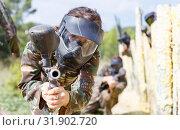Купить «Portrait of young woman in full gear playing paintball on open battlefield», фото № 31902720, снято 22 сентября 2018 г. (c) Яков Филимонов / Фотобанк Лори