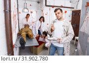 Купить «Focused guy in escape room with traces of blood», фото № 31902780, снято 8 октября 2018 г. (c) Яков Филимонов / Фотобанк Лори