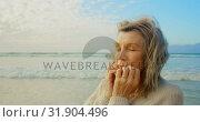 Купить «Active senior Caucasian woman standing with eyes closed on the beach 4k», видеоролик № 31904496, снято 14 ноября 2018 г. (c) Wavebreak Media / Фотобанк Лори