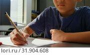 Купить «Front view of attentive Asian schoolboy studying at desk in classroom at school 4k», видеоролик № 31904608, снято 17 ноября 2018 г. (c) Wavebreak Media / Фотобанк Лори
