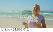 Купить «Front view of active senior Caucasian woman performing yoga on the beach 4k», видеоролик № 31905012, снято 14 ноября 2018 г. (c) Wavebreak Media / Фотобанк Лори