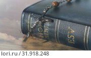 Купить «Bible and crucifix», видеоролик № 31918248, снято 13 февраля 2019 г. (c) Wavebreak Media / Фотобанк Лори
