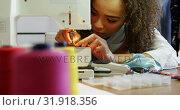 Купить «Front view of African American female fashion designer working with sewing machine in workshop 4k», видеоролик № 31918356, снято 18 ноября 2018 г. (c) Wavebreak Media / Фотобанк Лори