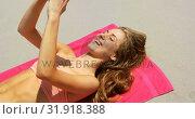 Купить «High angle view of Caucasian woman taking selfie with mobile phone on the beach 4k», видеоролик № 31918388, снято 12 ноября 2018 г. (c) Wavebreak Media / Фотобанк Лори