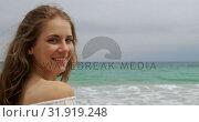 Купить «Side view of Caucasian woman smiling on the beach 4k», видеоролик № 31919248, снято 12 ноября 2018 г. (c) Wavebreak Media / Фотобанк Лори