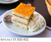 Купить «Cake with addition of whiskey. Spanish dessert», фото № 31920432, снято 3 апреля 2020 г. (c) Яков Филимонов / Фотобанк Лори