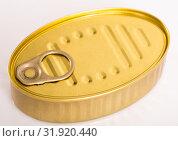 Купить «Unlabeled golden tin can», фото № 31920440, снято 6 июля 2020 г. (c) Яков Филимонов / Фотобанк Лори