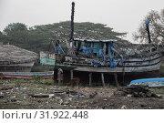 Индия, Гоа. Рыбацкие хижины и разруха возле деревни Чапора (2017 год). Стоковое фото, фотограф Павел Сапожников / Фотобанк Лори