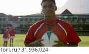 Купить «Male rugby player standing with rugby ball on the rugby ground 4k», видеоролик № 31936024, снято 16 января 2019 г. (c) Wavebreak Media / Фотобанк Лори