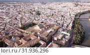 Купить «Scenic aerial view of ancient Roman bridge across Guadalquivir river and Moorish architecture of Mezquita-Catedral on background with Cordoba cityscape, Spain», видеоролик № 31936296, снято 22 апреля 2019 г. (c) Яков Филимонов / Фотобанк Лори
