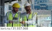 Купить «Architects pointing 4k», видеоролик № 31937068, снято 17 апреля 2019 г. (c) Wavebreak Media / Фотобанк Лори