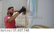 Купить «Graffiti artist painting with aerosol spray 4k», видеоролик № 31937148, снято 4 февраля 2019 г. (c) Wavebreak Media / Фотобанк Лори