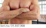 Купить «Bodybuilder with arms crossed 4k», видеоролик № 31937908, снято 25 апреля 2019 г. (c) Wavebreak Media / Фотобанк Лори