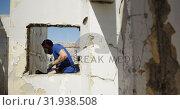 Купить «Graffiti artist painting with aerosol spray 4k», видеоролик № 31938508, снято 4 февраля 2019 г. (c) Wavebreak Media / Фотобанк Лори