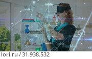 Купить «Woman in an office wearing a virtual reality headset», видеоролик № 31938532, снято 25 апреля 2019 г. (c) Wavebreak Media / Фотобанк Лори
