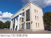 Купить «ВТБ банк на проспекте Победы в городе Вологде», фото № 31938916, снято 8 июля 2019 г. (c) Николай Мухорин / Фотобанк Лори