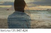 Купить «Woman sitting by the beach», видеоролик № 31947424, снято 8 мая 2019 г. (c) Wavebreak Media / Фотобанк Лори