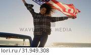 Купить «Woman standing with waving american flag on a pick up truck 4k», видеоролик № 31949308, снято 8 февраля 2019 г. (c) Wavebreak Media / Фотобанк Лори