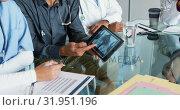 Купить «Doctors looking x-ray on tablet 4k», видеоролик № 31951196, снято 10 марта 2019 г. (c) Wavebreak Media / Фотобанк Лори