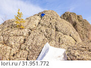 Купить «A handsome mature tourist sits on top of a mountain and enjoys climbing.», фото № 31951772, снято 25 апреля 2019 г. (c) Акиньшин Владимир / Фотобанк Лори
