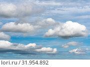 Купить «Красивые летние облака плывут по небу на фоне голубого неба», фото № 31954892, снято 20 июля 2019 г. (c) А. А. Пирагис / Фотобанк Лори