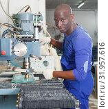 Купить «Glazier working on glass drilling machine», фото № 31957616, снято 16 мая 2018 г. (c) Яков Филимонов / Фотобанк Лори