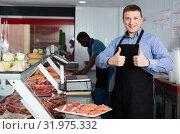 Купить «Owner of butcher shop giving thumbs up», фото № 31975332, снято 20 апреля 2018 г. (c) Яков Филимонов / Фотобанк Лори