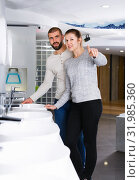Couple choosing wash basin in bathroom furniture shop. Стоковое фото, фотограф Яков Филимонов / Фотобанк Лори