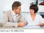 Man consults at the familiar adult lawyer. Стоковое фото, фотограф Яков Филимонов / Фотобанк Лори