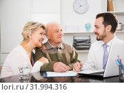Old man and woman in social department. Стоковое фото, фотограф Яков Филимонов / Фотобанк Лори