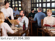 Young people discussing order with waitress. Стоковое фото, фотограф Яков Филимонов / Фотобанк Лори