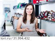 Footwear shop happy girl posing with different shoes. Стоковое фото, фотограф Яков Филимонов / Фотобанк Лори